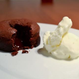 Chocolate Fondant  (δηλαδή μικρά ζουμερά σοκολατένια κεκάκια)