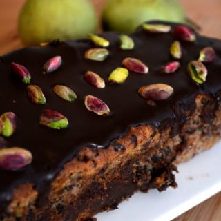 Το κέικ του απρόσμενου έρωτα (ή απλά ένα κέικ σοκολάτας με αχλάδια και φιστίκια)