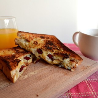 Grilled cheese sandwich με cranberries