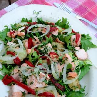 Σαλάτα με ψητό σολομό