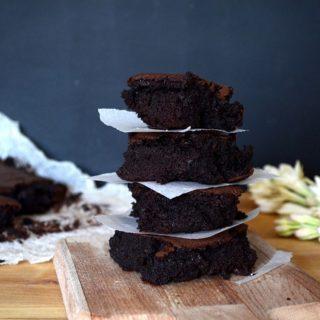 Υγρό brownies με παντζάρι