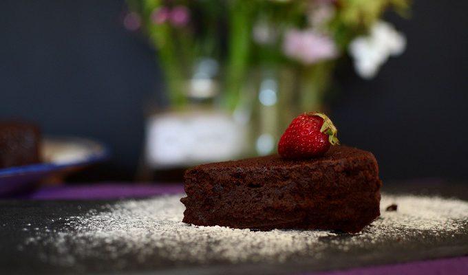 Το κέικ της Αναστάσεως (truffle cake)