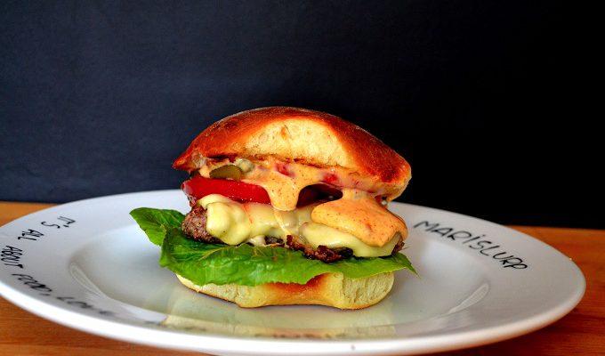 Easy Cheeseburger (+ potato buns)