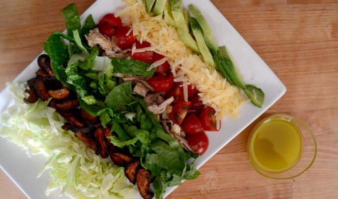 The bikini project – Cobb salad με vegan «bacοn»