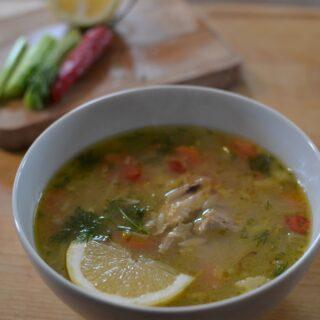Ζωμός κοτόπουλο και σούπα με κριθαράκι